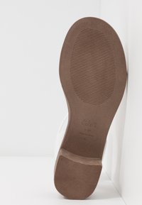 New Look Wide Fit - WIDE FIT POWER BLOCK HEEL - Sandaler - white - 6