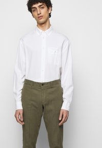 J.LINDEBERG - GRANT STRETCH PANTS - Chino kalhoty - lake green - 4
