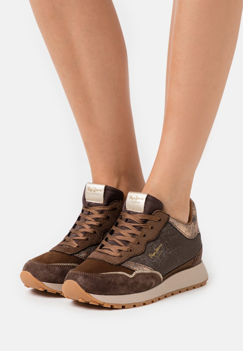 Pepe Jeans - DEAN NASS - Baskets basses - chocolate