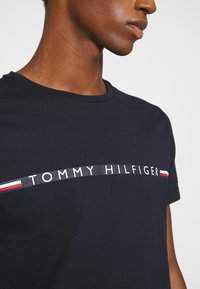 Tommy Hilfiger - MINI STRIPE - Print T-shirt - blue - 5
