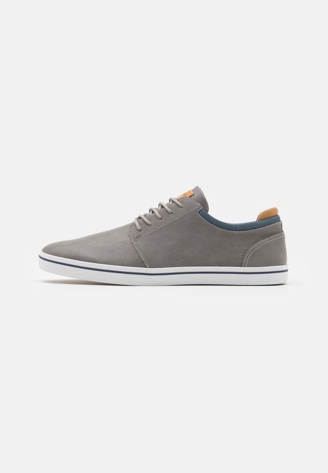 DWAIN - Trainers - light grey