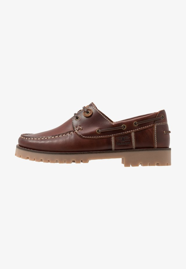STERN - Boat shoes - mahogony