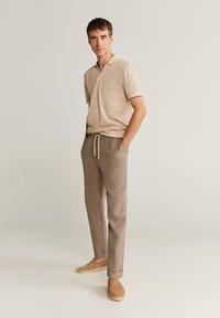 Mango - OCTOPUS - Trousers - braun - 1