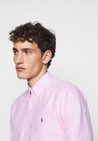 Polo Ralph Lauren - OXFORD CUSTOM FIT - Vapaa-ajan kauluspaita - new rose - 3