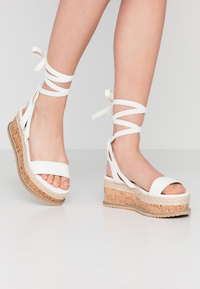 VEGAN FAN - Korkeakorkoiset sandaalit - white