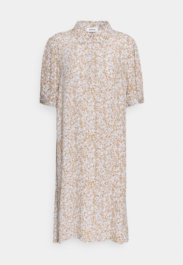 ISA PRINT DRESS - Skjortklänning - beige