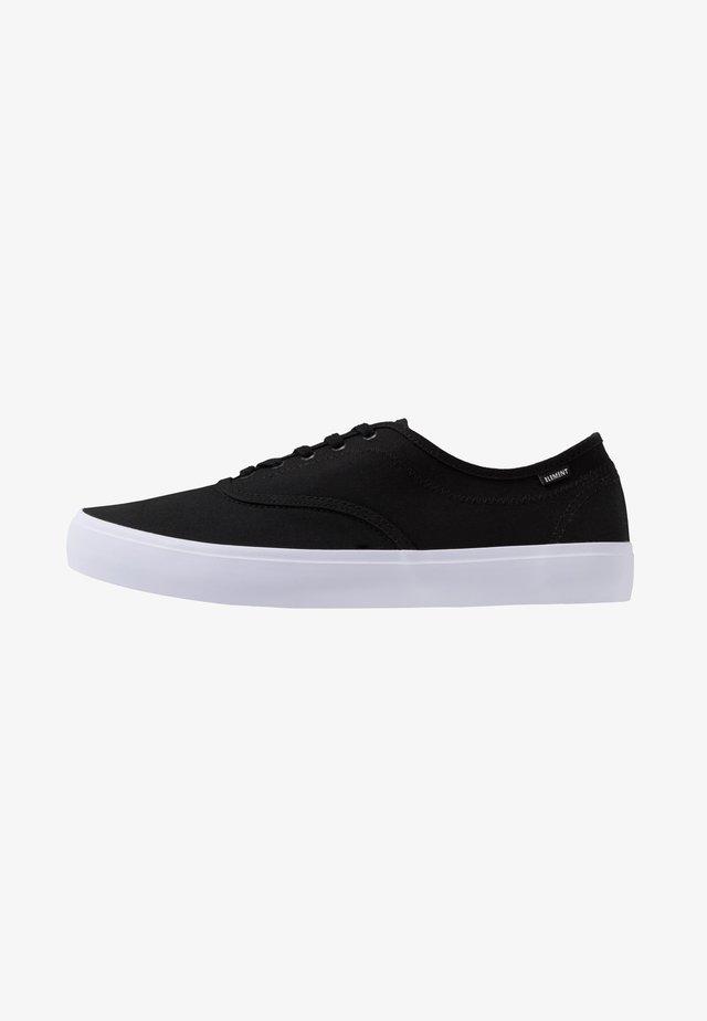 PASSIPH - Skate shoes - black/white