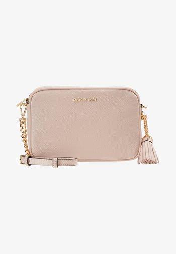 JET SET CAMERA BAG - Taška spříčným popruhem - soft pink