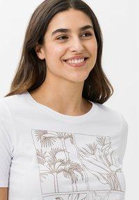 BRAX - STYLE CIRA - Print T-shirt - white - 3