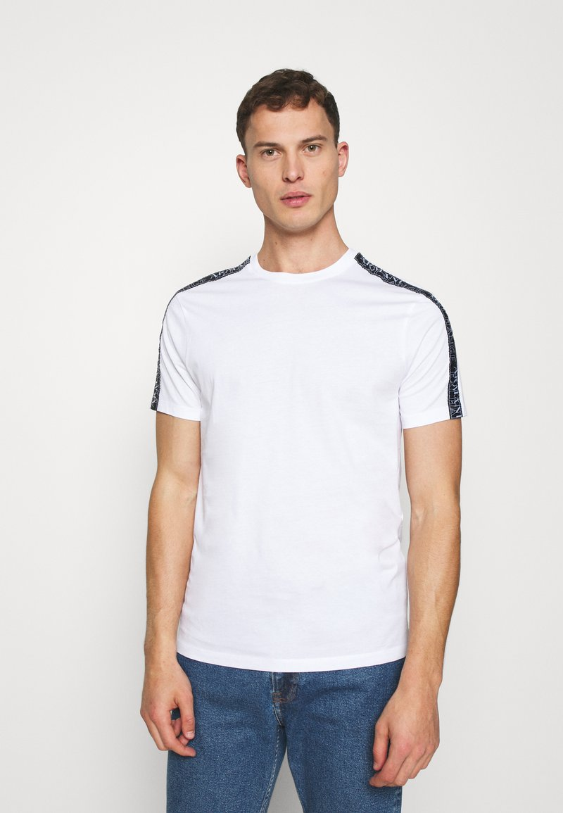 Armani Exchange - JUMPER - T-shirt med print - white