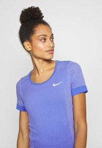Nike Performance - INFINITE - Print T-shirt - sapphire/light thistle - 3