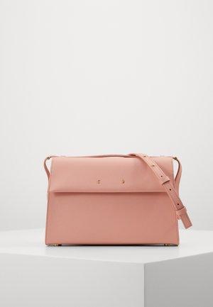 Taška spříčným popruhem - dust pink