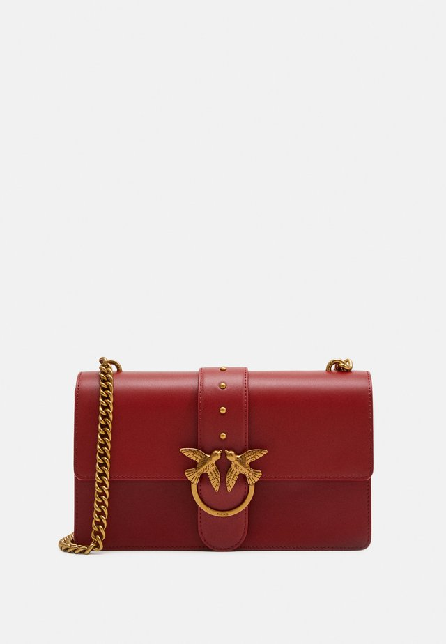 LOVE CLASSIC ICON SIMPLY SETA - Skuldertasker - ruby red