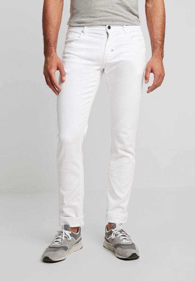 PANTS BARRET - Slim fit jeans - white