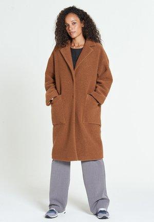 JUDITH - Klassinen takki - rust