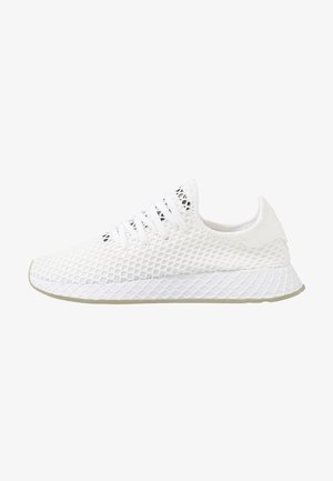 DEERUPT RUNNER - Trainers - footwear white/core black/sesame