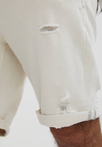 PULL&BEAR - SLIM-FIT  - Jeansshorts - mottled beige - 5