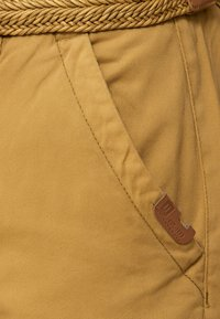 INDICODE JEANS - CASUAL FIT - Shorts - amber - 3