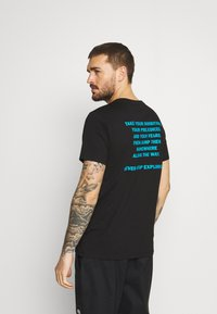 The North Face - FOUNDATION GRAPHIC TEE - T-shirt med print - black - 2
