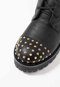 Versace Jeans Couture - Enkellaarsjes met plateauzool - nero - 2