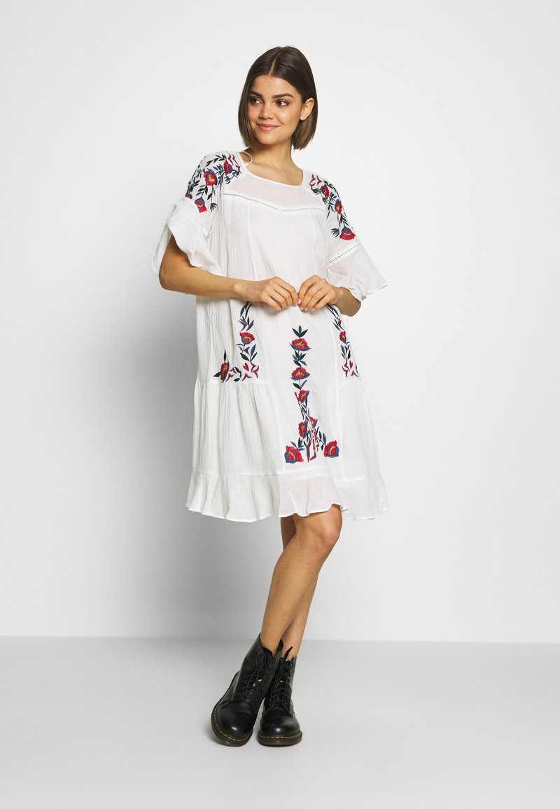 YAS - TUNIC FEST - Day dress - star white