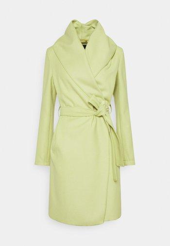 Klasyczny płaszcz - spring green