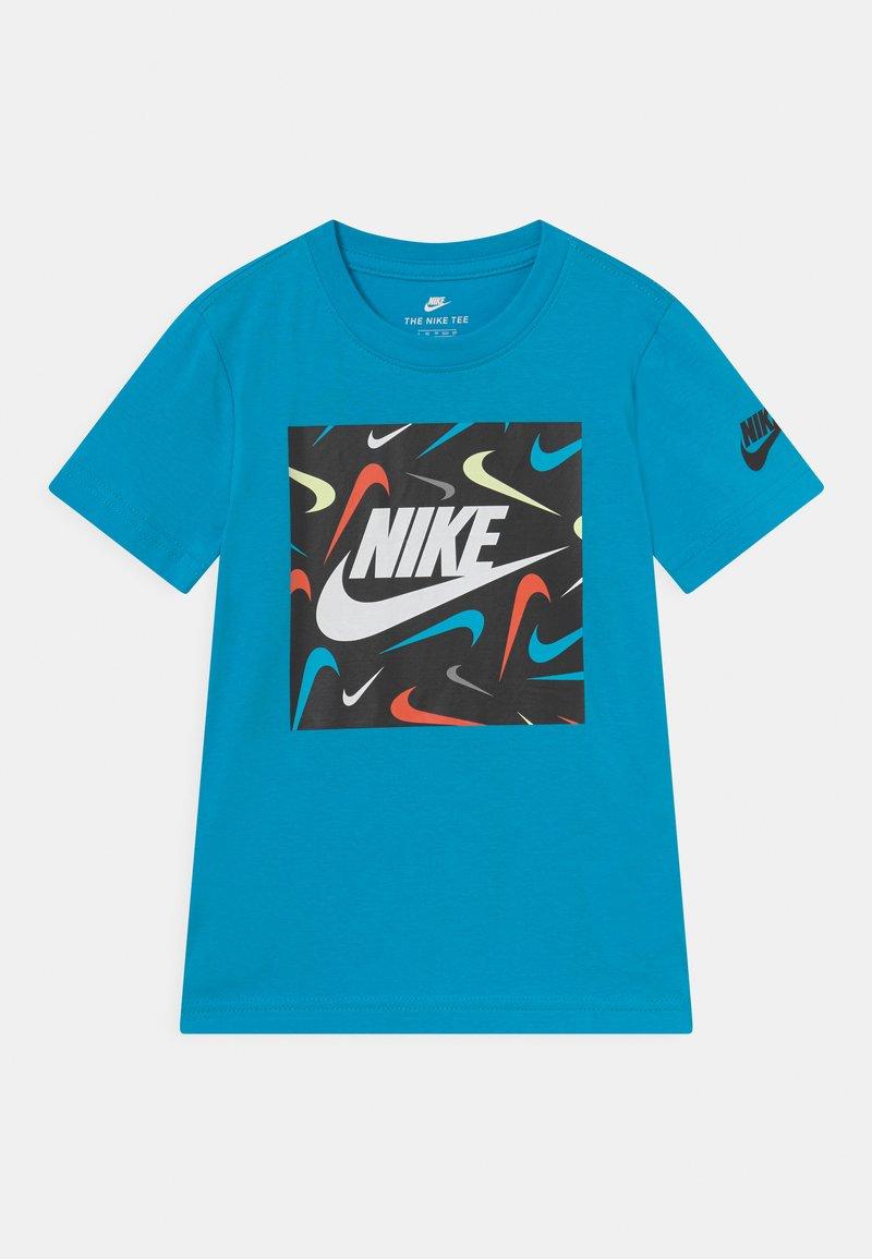 Nike Sportswear - FUTURE FILL - Print T-shirt - chlorine blue
