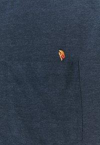 REVOLUTION - REGULAR - Print T-shirt - navy-mel - 2