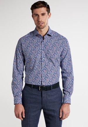 MODERN FIT - Shirt - blue/red