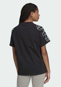 adidas Originals - LOOSE TREFOIL MOMENTS - Print T-shirt - black - 1