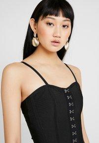 Missguided - PREMIUM BANDAGE HOOK AND EYE MINI DRESS - Shift dress - black - 3