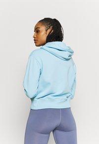 Champion - HOODED - Sweatshirt - light blue - 2