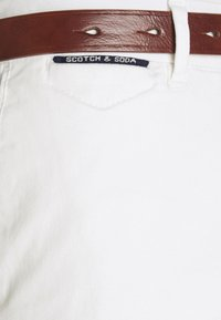 Scotch & Soda - NEW BELTED  - Chino - denim white - 4