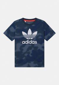 adidas Originals - CAMO TREFOIL UNISEX - Print T-shirt - crew blue/multicolor/white - 0