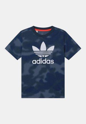CAMO TREFOIL UNISEX - Print T-shirt - crew blue/multicolor/white