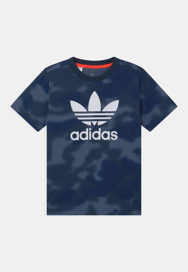 adidas Originals - CAMO TREFOIL UNISEX - Print T-shirt - crew blue/multicolor/white