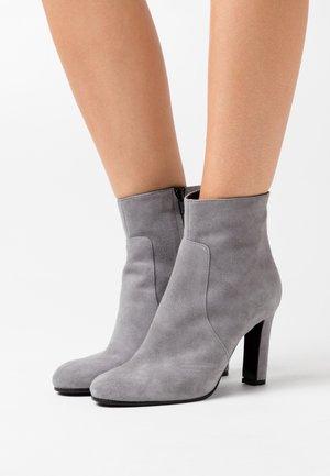 Kotníková obuv na vysokém podpatku - acciaio