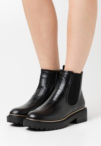 New Look - DANI PIPED CHELSEA - Platform ankle boots - black - 0
