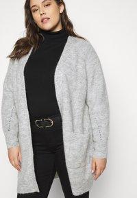 Selected Femme Curve - SLFLIA LONG CARDIGAN - Neuletakki - light grey melange - 4
