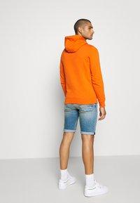 Tommy Jeans - RONNIE  - Denim shorts - barton light blue - 2