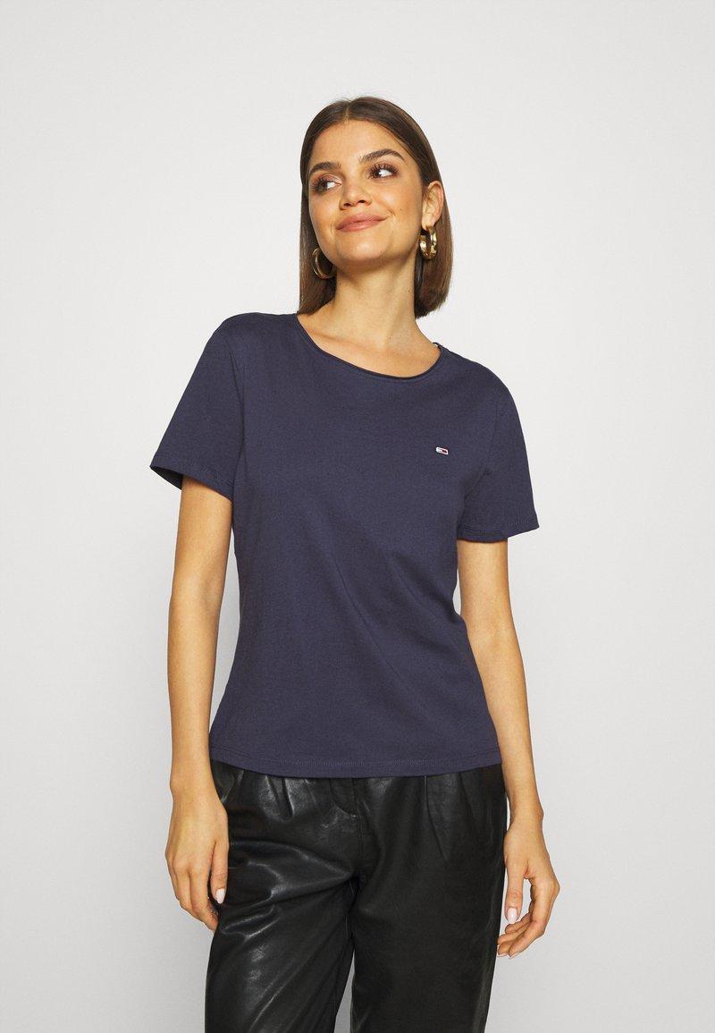 Tommy Jeans - SLIM CNECK - T-shirt basic - blue
