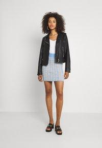 Vila - VICHEKINA SHORT SKIRT - Mini skirt - natural melange/blue - 1