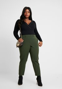 Dorothy Perkins Curve - FOREST ANKLE GRAZER - Trousers - green - 1