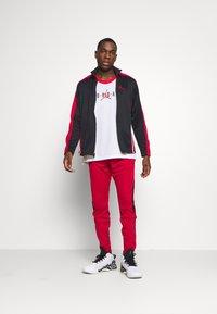 Jordan - AIR DRY PANT - Pantaloni sportivi - gym red/black - 1