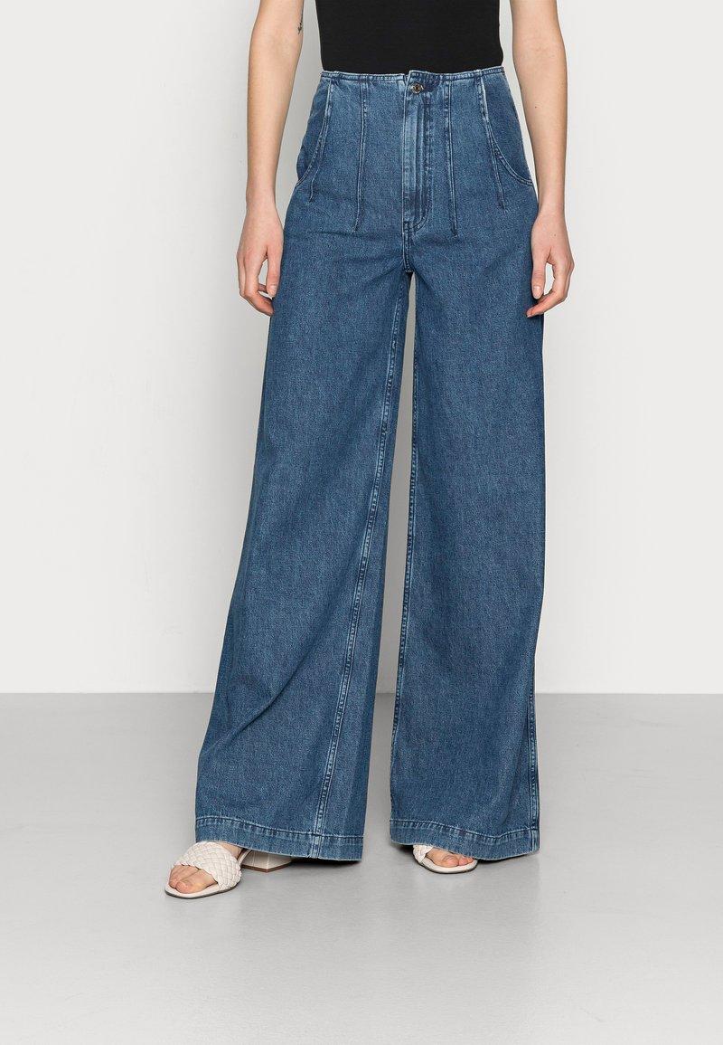 Ética - DEVON - Flared Jeans - sequoia