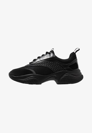 SCALE RUNNER - Trainers - black