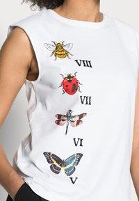 Desigual - NATURE - Print T-shirt - white - 4