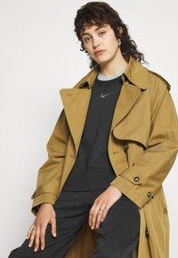 Nike Sportswear - CREW - Sudadera - black heather - 3