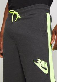 Nike Sportswear - FESTIVAL ALUMNI - Shorts - dark smoke grey/volt/volt - 4