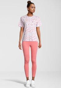 Fila - Print T-shirt - orchid petal leo allover - 1